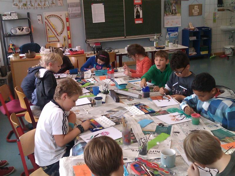 Das erste mal mit 24 Kindern malen wir die Touch Paintings in einer Grundschule in Augsburg, 2013